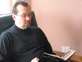 Andy-reading_the_book